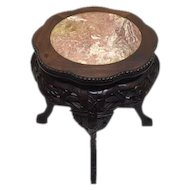 A richly carved wooden side table with pink marble top - China - second half of the 20th century