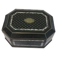 Napoleon III black lacquered box with inlay of mother-of-pearl and brass - France - Ca. 1850