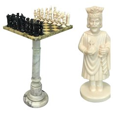 Chess table made of alabaster with stones - Italy - Ca. 1970