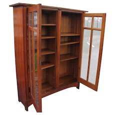 Early Antique Gustav Stickley Bookcase with Leaded Glass  w2014