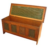 Antique Arts And Crafts Covered Box  w2825