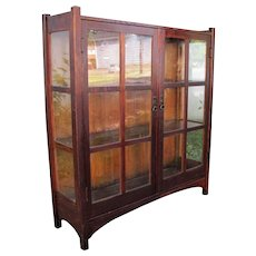 Superb Antique L&jG Stickley China Cabinet  w4239