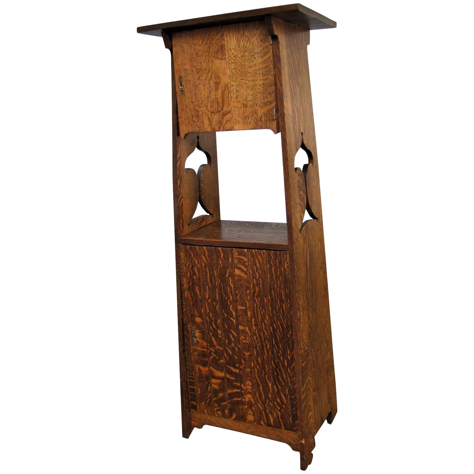 Antique Tall Liquor Cabinet w5037. Click to expand - Antique Tall Liquor Cabinet W5037 : Antique Mission Furniture Ruby