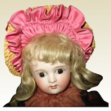 Sweet vintage  hat with great ruffles
