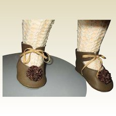 Gorgeous large shoes with rosettes