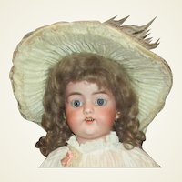 Beautiful Simon Halbig 1079 antique doll