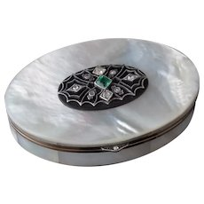 Art Deco Diamond and Emerald snuff box, 18k gold, Mother of Pearl