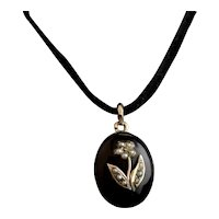 Victorian mourning locket pendant, 15k gold, pearl