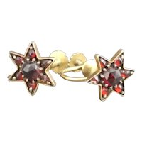 Antique bohemian garnet star earrings, 9kt gold