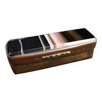 Victorian banded agate snuff box