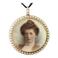 Victorian portrait pendant locket, 9k gold, seed pearl