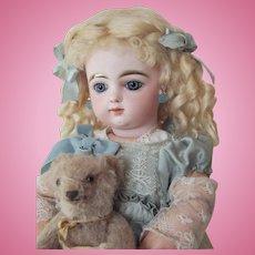 Little Francoise Gaultier size 5  39cm