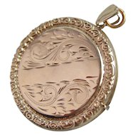 Vintage Solid 9ct Gold Engraved Circular Locket 7.02gms
