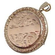 Vintage Solid 9ct Gold Engraved Circular Locket 7.02gms