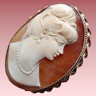 Huge Vintage 1950s 9ct Gold Shell CAMEO Brooch Portraying a Lady in Pearls