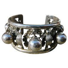 Vintage Peruzzi Globe 800 Silver Cuff