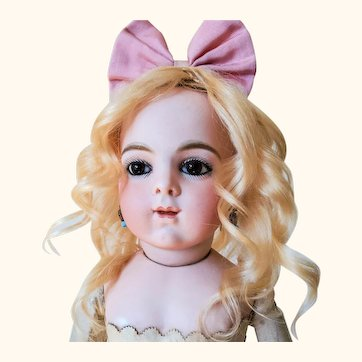 """Beautiful Antique doll curled blonde wig 10"""""""