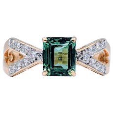18kt Green Garnet & Diamond Ring