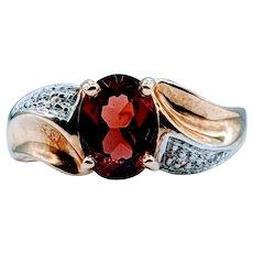 Beautiful Vintage Garnet & Diamond Ring