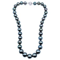 Sophisticated South Sea Tahitian Pearl Necklace