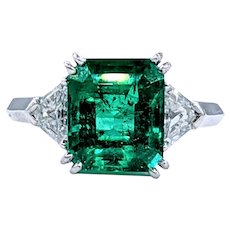 Spectacular Colombian Emerald & Diamond Ring