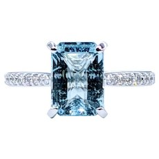 Classy Aquamarine & Diamond Ring