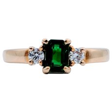 18k Yellow Gold Emerald & Diamond Ring