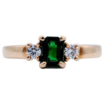 18k Yellow Gold Emerald & Diamond Ring