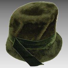 1960s Green Mod Bucket Hat by Saks Fifth Avenue, Hat Size 23