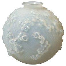 Authentic R. LALIQUE Opalescent DRUIDE Vase, c. 1924
