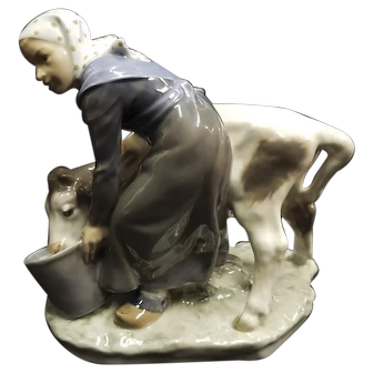 Vintage Royal Copenhagen Figurine #779 Woman with Cow