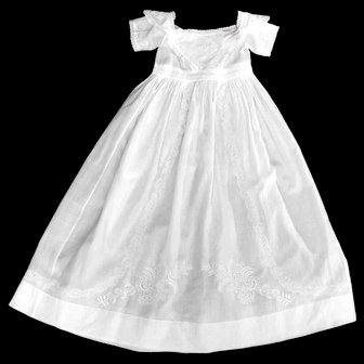 Fine Ayrshire Christening Gown of Elegant Proportions and Fine Condition