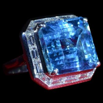 Outstanding Aquamarine Ring in Platinum