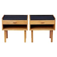Pair of oak bedside tables designed by Hans J Wegner for RY Mobelfabrik
