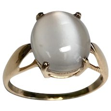 14 K Yellow Gold Cabochon Moon Stone Ring