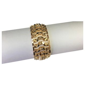 18k Yellow Gold Custom link Diamond Cut Bracelet.