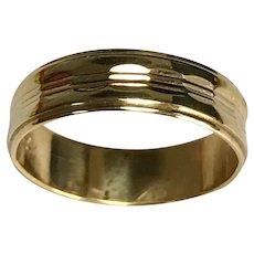 Vintage 18 K Yellow Gold Beveled 5.5 mm Wedding Band
