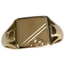 9 K Yellow Gold Square Shape Signet Ring