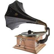 Antique Gramophone HMV 1910