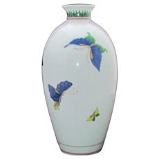 "Japanese Fukagawa Porcelain ""Purveyor to the Imperial Household"" Butterfly Vase"