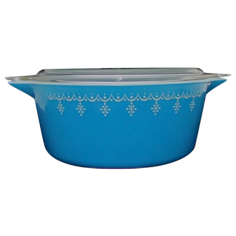 PYREX Snowflake Blue 2 1/2 Quart 475 B Round Casserole with 475 C Lid
