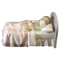 """Lladro 6540 """"Cozy Companions"""" Girl Sleeping in Bed with a Cat"""