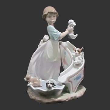 Lladro Down You Go 6002 MInt with Original Box