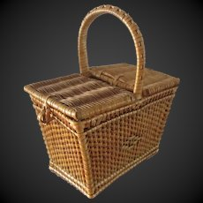 small french picnic Basket in good condition