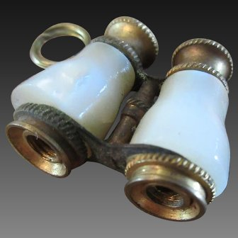 accessory for Fashion doll : mother-of-pearl binoculars with stanhope views (Napoleon)
