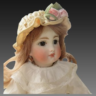 """12 1/2"""" : Sonneberg doll closed mouth, Jumeau body"""