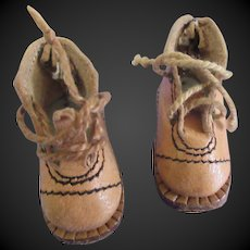 rare GL leather shoes for bleuette c.1930. brodequins