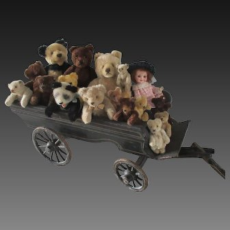 "1880's carriage for a display of Steiff animals or dolls. Lth 18.5"" to 41"""