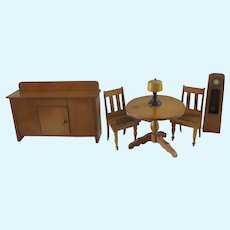 set of 6 pieces of furniture for a Dollhouse