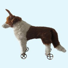 beautiful Dog on wheels circa 1910-1920 pull-toy
